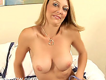 Brenda loves to show her pussy for the viewers!
